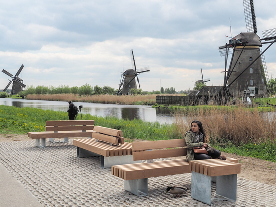 Streetlife Rough&Ready furniture at Kinderdijk