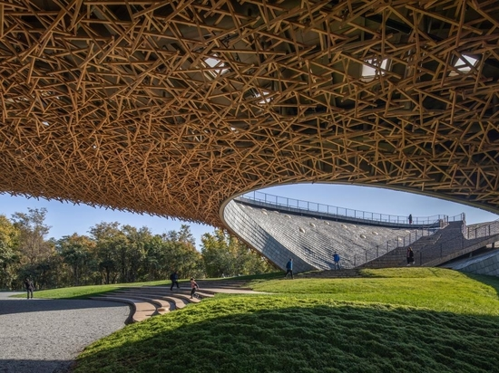 Undulating roof defines organic-inspired Chinese arts centre