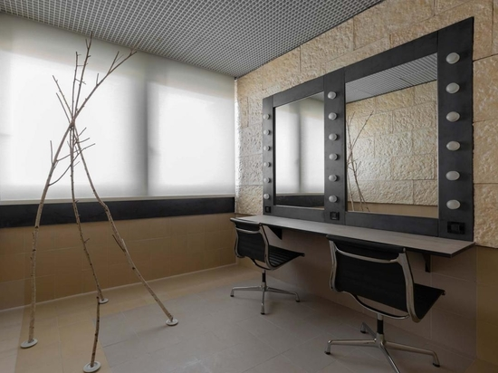 A changing room at Teatro Degli Arcimboldi, Milan, redesigned by Senselab as part of 'Vietato L'Ingresso'