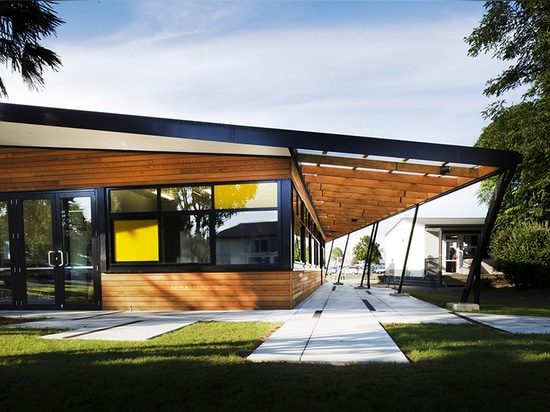 the slender black 'eyebrow' emphasises the roof's tilt and offers a play on light and shade