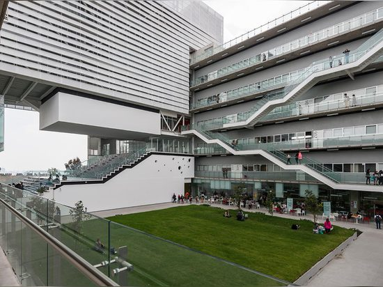 When its founders saw that Centro was outgrowing its campus, they commissioned Enrique Norten and TEN Arquitectos to build over a 5,600 sq m site on Avenida de los Constituyentes