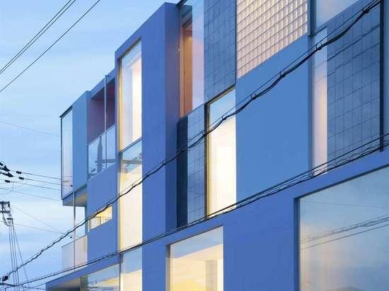 On the Corner by EASTERN Design Office, Higashiokino, Higashiomi, Japan