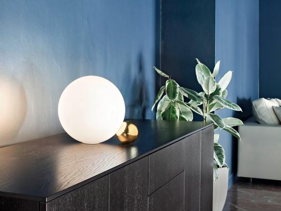 Michael Anastassiades' Copycat lamp for Flos comprises a pair of balanced spheres