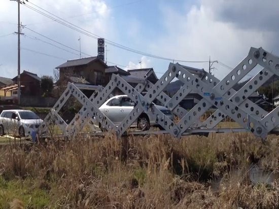 This expanding 'origami' bridge gives victims of natural disasters instant access to supplies
