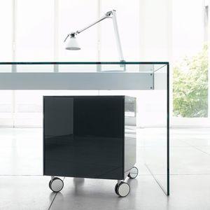 漆塗りを施したガラス製オフィスユニット