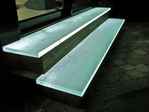 ガラス製段