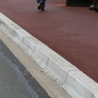 バス停用縁石 / コンクリート製 / リニア