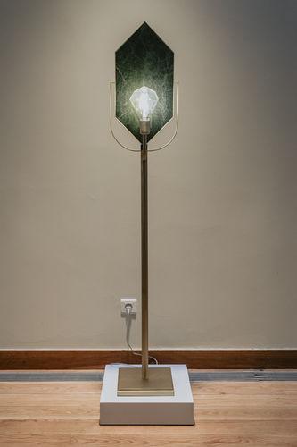 フロアスタンド型ライト / オリジナルデザイン / ブラッシュド黄銅 / 漆塗りを施したメタル製