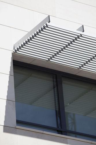 アルミ製日射遮蔽 / 建物の正面用 / 横型 / 硬質