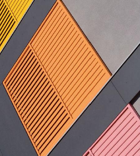 再生材日射遮蔽 / 再生プラスチック製 / 建物の正面用 / 縦型