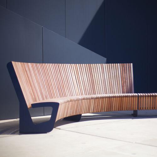 公共ベンチ / コンテンポラリー / ハード ウッド製 / 亜鉛めっき鋼製