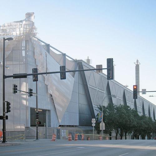 アルミ製日射遮蔽 / 亜鉛めっき鋼製 / 建物の正面用 / 縦型