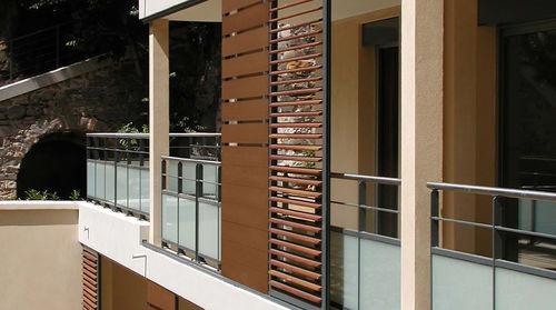 スライド式シャッタ- / ルーバー / 木材・プラスチック複合材 / ファサード用