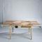 伝統的なデザインのダイニングテーブル
