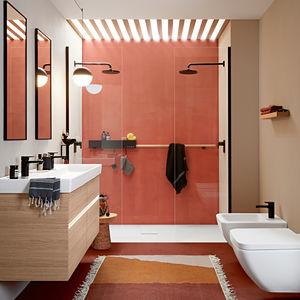 banheiro contemporâneo / em cerâmica / com folheado de madeira / em compósito