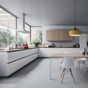 cozinha contemporânea / com folheado de madeira / em carvalho / em melamina
