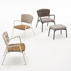 poltrona contemporânea / em material têxtil / em teca / em alumínio
