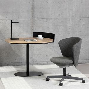 mesa secretária sentado-em pé