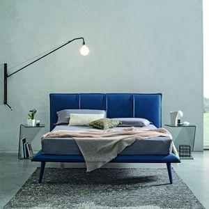 cama king size / contemporânea / estofada / com cabeceira