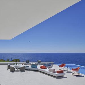 sofá modular / contemporâneo / para zona de recepção / para ambiente externo