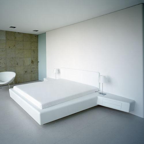 cama de casal / contemporânea / com gavetas / com criado-mudo