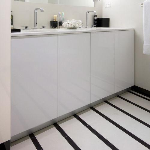 gabinete de banheiro duplo / de piso / em madeira lacada / contemporâneo
