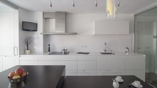 cozinha contemporânea / em madeira / em melamina / com ilha