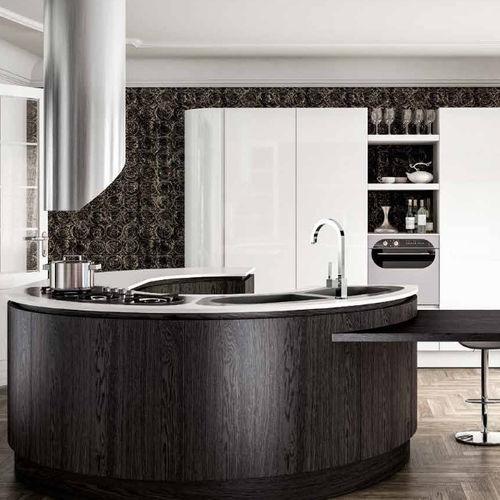 cozinha contemporânea / em madeira / com ilha / redonda