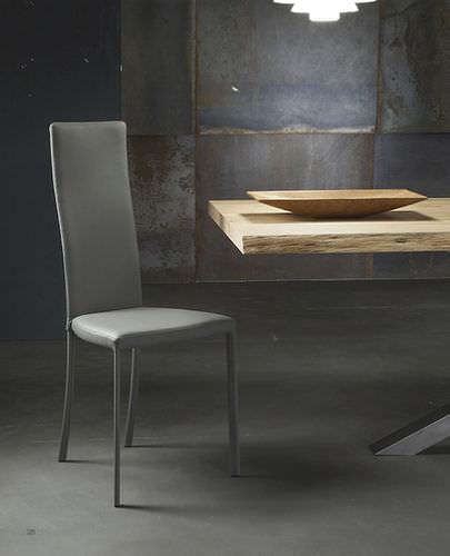 cadeira contemporânea / estofada / com encosto alto / em couro