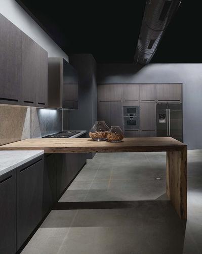 cozinha contemporânea / em madeira / com puxadores embutidos
