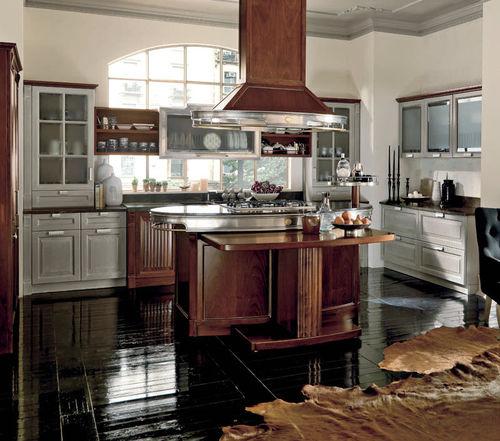 cozinha clássica / em nogueira / em granito / com ilha