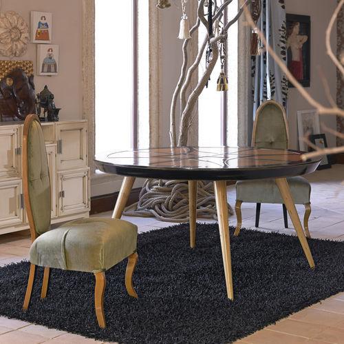 mesa de jantar contemporânea / em madeira / com pés em madeira / redonda