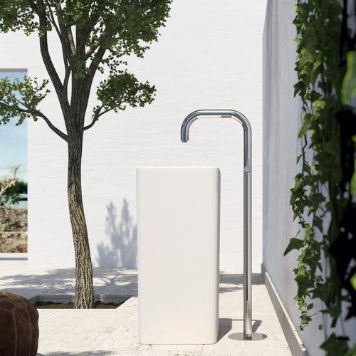 misturador monocomando para lavatório / de piso / em aço inoxidável / para ambiente externo