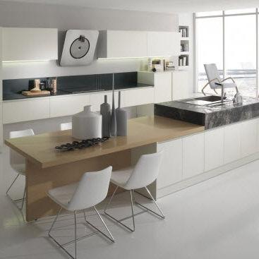 cozinha contemporânea / em laminado / com folheado de madeira / com ilha