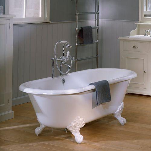 banheira com pés