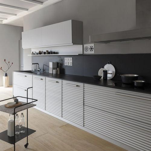 cozinha contemporânea / em alumínio / de Vico Magistretti / com pegas