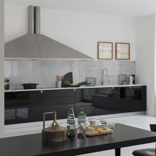 cozinha contemporânea / em laminado / lacada / com brilho