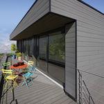 fechamento de fachada em PVC / ranhurado / em réguas / efeito de madeira