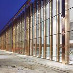 fachada-cortina em painéis / em vidro / transparente